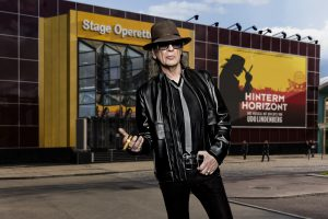 HINTERM HORIZONT, das Musical mit den Hits von Udo Lindenberg, kommt ab Herbst 2016 ins Stage Operettenhaus nach Hamburg. Dieses Motiv ist im Zusammenhang mit der Berichterstattung Ÿber das Musical bis Sommer 2017 kostenfrei nutzbar. Foto: Stage Entertainment