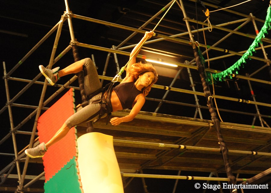 Offene Probe bei Disneys Musical TARZAN Associate Aerial Designerin Angela Philipps Premiere am 6. November im Stage Metronom Theater Oberhausen