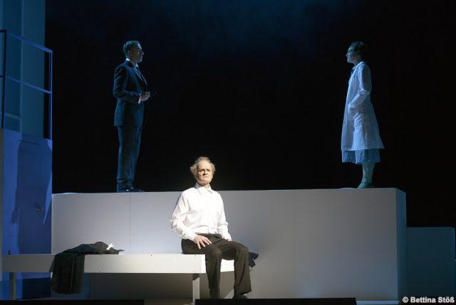 Watson (Carlos H. Rivas) erscheint in einem Traum die verstorbene Rosalind