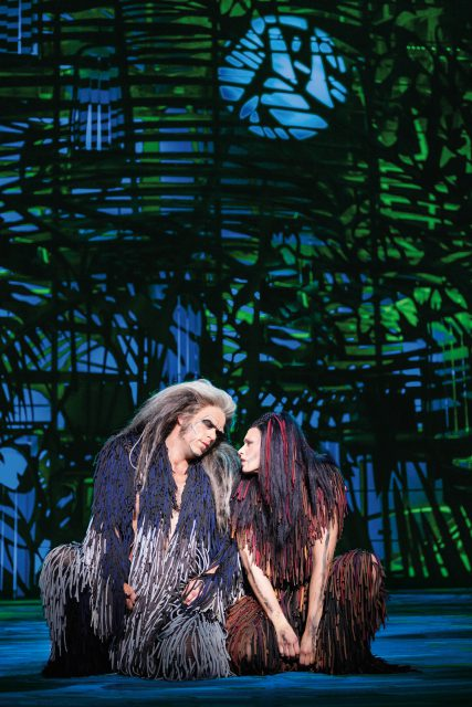 Kerchak (Patrick Stanke) und Kala (Sabrina Weckerlin) Disneys Musical TARZAN im Stage Metronom Theater Oberhausen Premiere am 6. November 2016