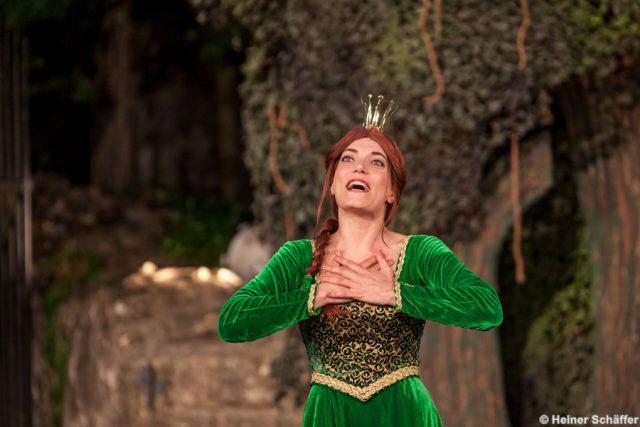 Roberta Valentini als Fiona