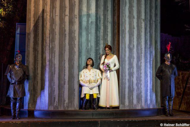 Lord Farquaard (Robert Meyer) und Fiona (Roberta Valentini)