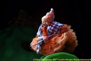 Die kleine Hexe, Josephine Bloéb c Alexi Pelekanos