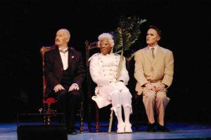 v. li. n. re. Klaus Geber als George, Brian Garner als Jacob und Jon Geoffrey Goldsworthy als Zaza (c) (C) Sabine Haymann,Theater Pforzheim 2003