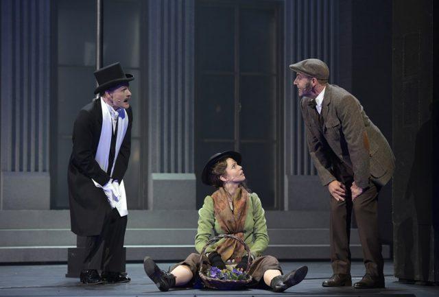 Oberst Pickering (Kai Hufnagel), Eliza Doolittle (Theresa Christahl), Prof. Henry Higgins (Alexander Franzen), © Bettina Stöß