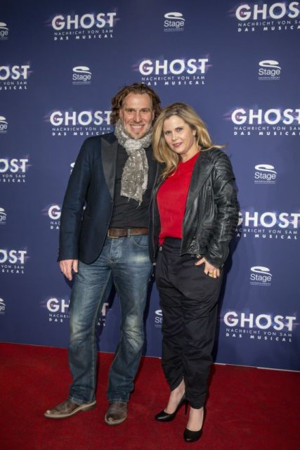 STAGE ENTERTAINMENT: Hamburg-Premiere von GHOST - Das Musical. Michaela Schaffrath und Carlos Anthonyo bei der Ankunft auf dem Roten Teppich, anlaesslich der Hamburg-Premiere von GHOST - Das Musical im Stage Oprettenhaus am SPIELBUDENPLATZ. Photo: Stage Entertainment/Morris Mac Matzen