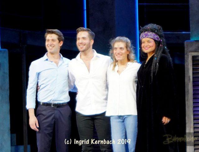von links: Thomas Hohler (Carl), Riccardo Greco (Sam), Roberta Valentini (Molly), Kim Sanders (Oda Mae)