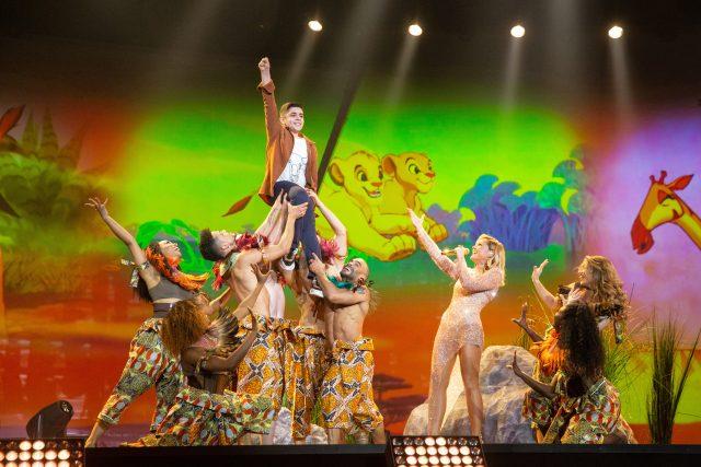 Disney-Medley: Davit, Helene Fischer, Tänzerinnen und Tänzer. © ZDF, Sandra Ludewig