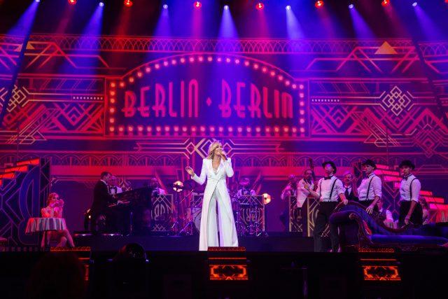 """Helene Fischer, Ensemble """"Berlin Berlin"""". © ZDF, Sandra Ludewig"""